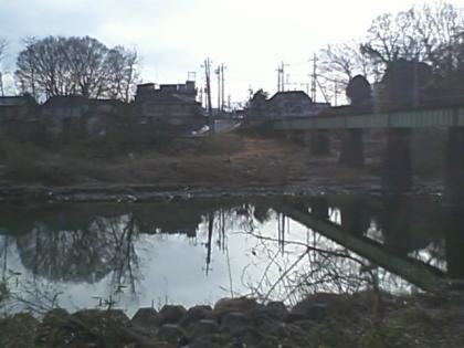 上電下、左岸から鉄橋_20120301_CA3E0113