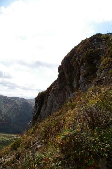 乳頭山南側の絶壁