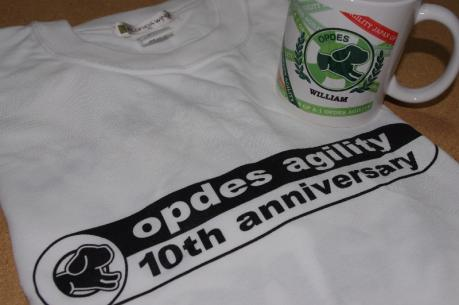 3記念Tシャツとカップ