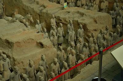 098兵馬俑は同じものが無く、全て違った顔をしている。