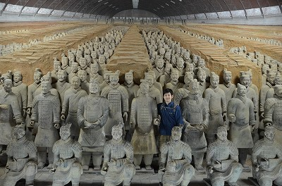 110兵馬俑と写真撮影。