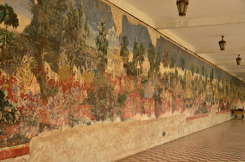 110何十メートルもの壁画が