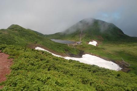 横岳への道から見る男女岳