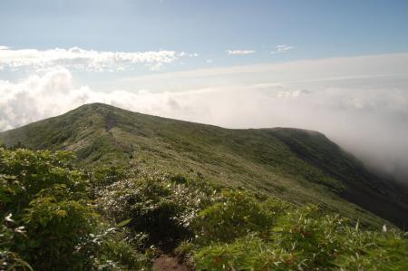尾根から見る横岳