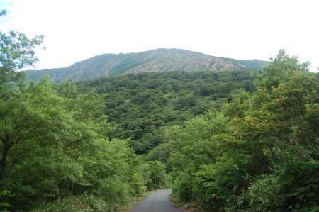 車道から見る早池峰山