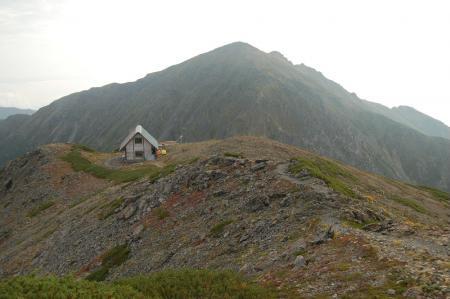 ②中岳避難小屋と悪沢岳25
