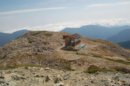 ②赤石岳避難小屋50
