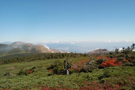 東吾妻山頂から一切経山