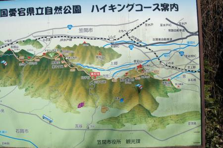 9団子石峠に建つ案内盤