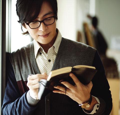 1251448676-Bae-Yong-Joon-1.jpg