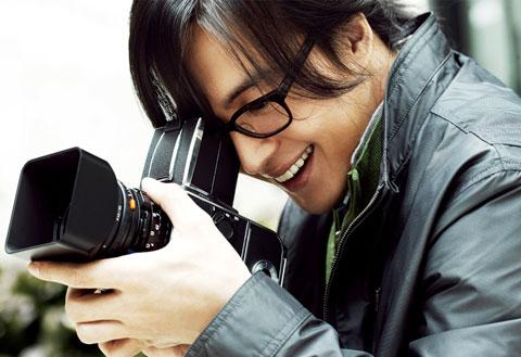 1251448676-Bae-Yong-Joon-4.jpg