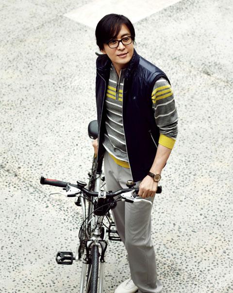 1251448676-Bae-Yong-Joon-5.jpg
