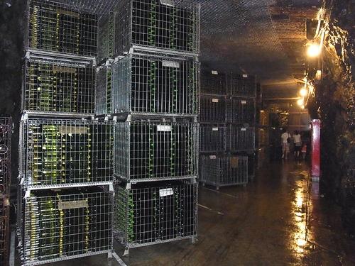 道の駅月山-ワイン貯蔵庫
