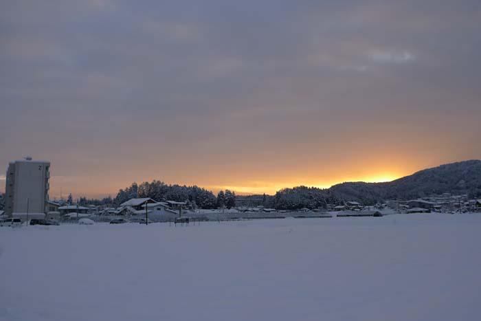 日の出 前 高山