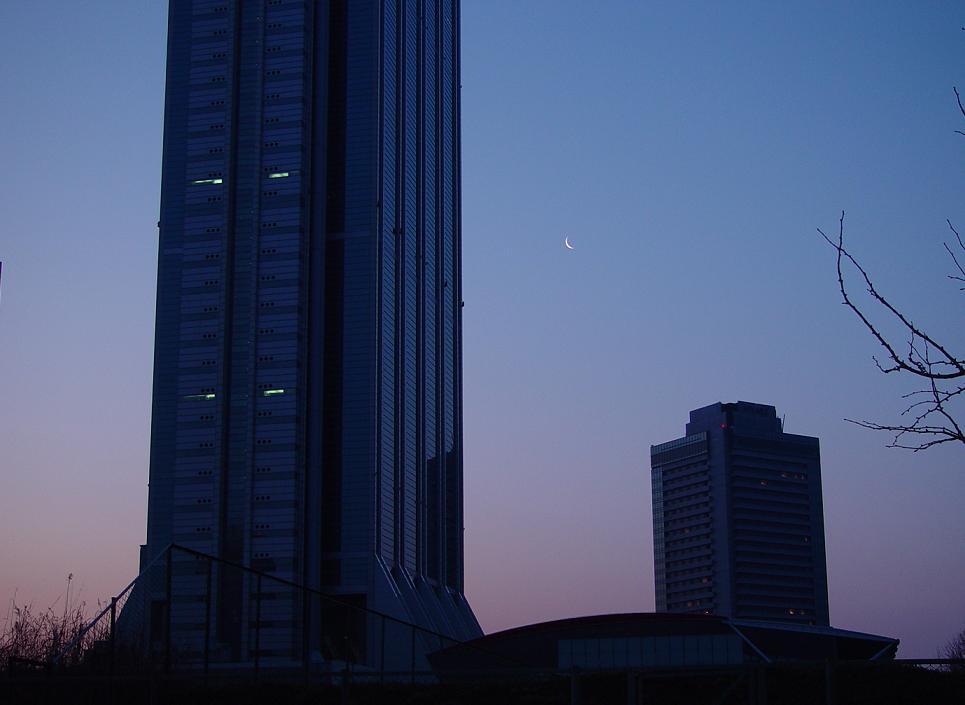上弦の月WTC