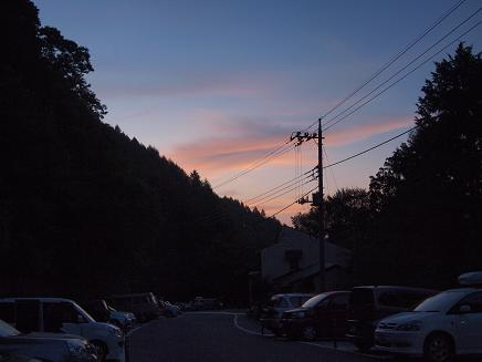 峠での夜明け