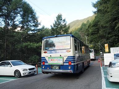 夜叉神峠にて バス出発