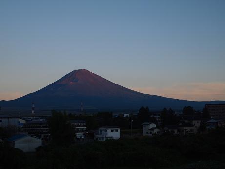 染まり始める富士山