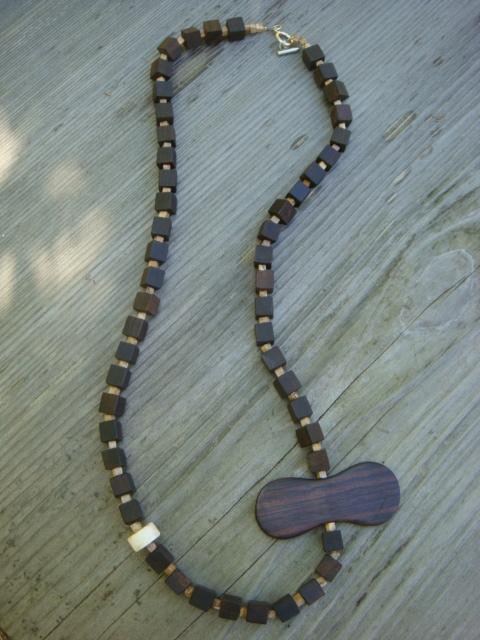 黒檀のネックレス