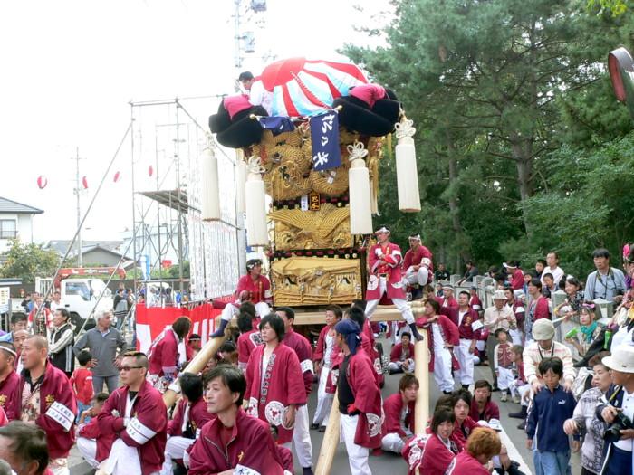 八幡神社に向かう松ノ木太鼓台