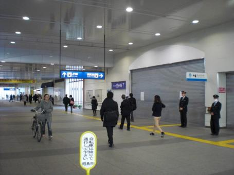 拝島駅構内