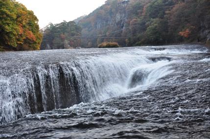 吹き割れの滝3
