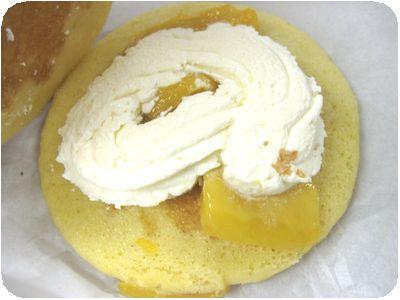 パンケーキサンド(ホイップクリーム&マンゴー)