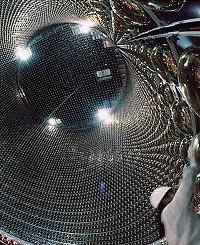 地下1000mの巨大実験施設(スーパーカミオカンデ)
