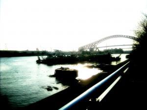 大正内港からのぞむ千歳橋