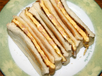 卵とベジマイトサンド