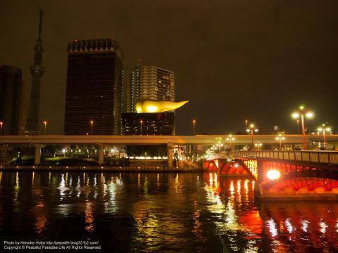 吾妻橋から見たうんちビル(スーパードライホール)と東京スカイツリー