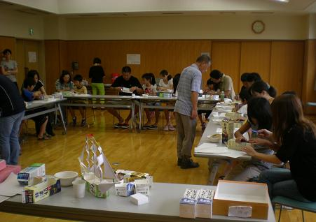 亀田会長の指導により帆船づくりにチャレンジ