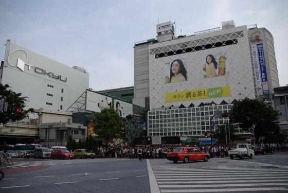ハチ公前交差点から見た渋谷駅(東急百貨店東横店東館取り壊し前)